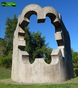 Monument to Peace, by the Basque sculptor Eduardo Chillida – Park of the European Nations.